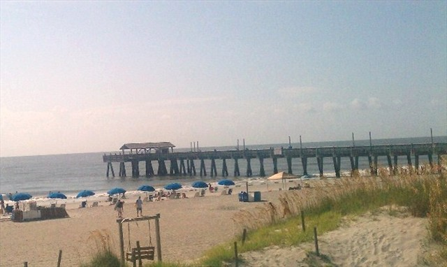 Walking distance to shops, pier